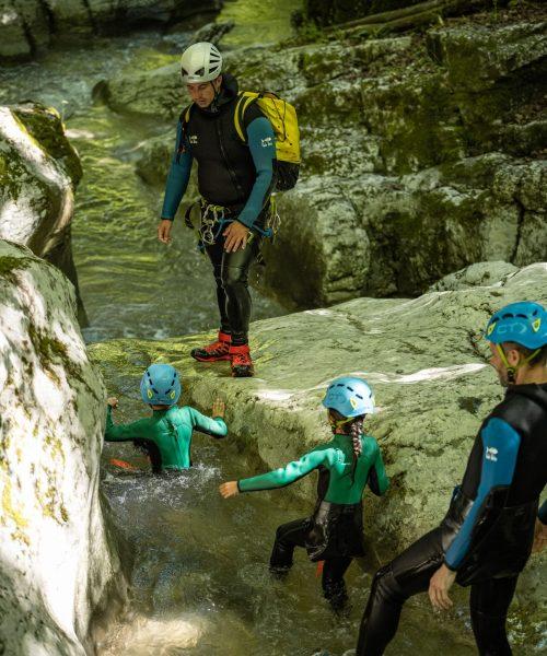 Aquarando dans les Alpes en famille