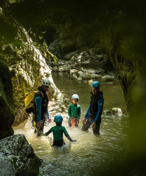 Canyoning dans les Alpes avec des enfants